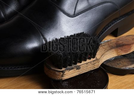 Black leather classic formal shoes with polishing cream and brush