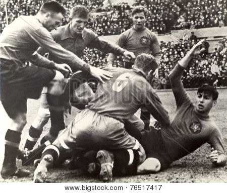 Vintage photo shows soccer team 1939