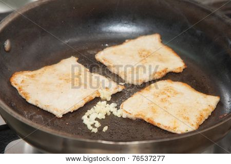 fry the meat in a frying pan