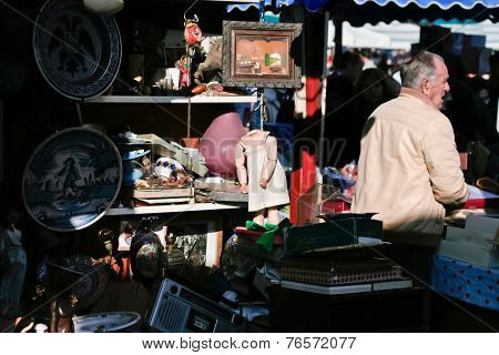Antiques Seller