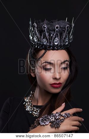 Portrait of woman in black crown