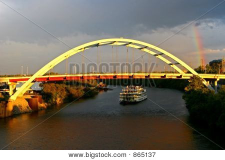 Gateway Bridge and Riverboat