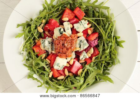 Fresh salad with rucola, paprika and cheese