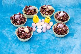 picture of semi-circle  - Circle of tasty Easter treats - JPG