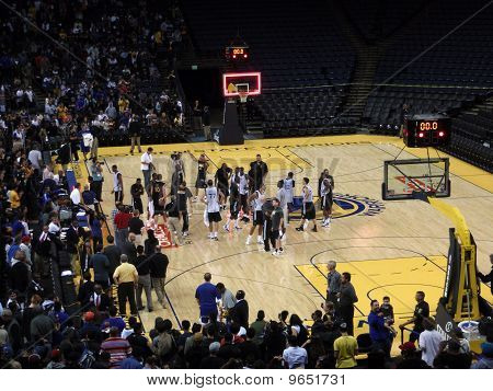 Golden State Warriors Player Celebrate With Fans At The End Of Scrimmage