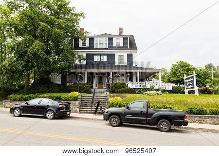 Telegraph House Motel In Baddeck