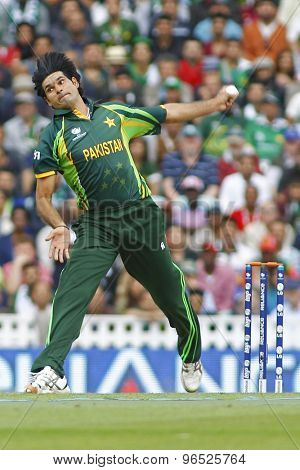LONDON, ENGLAND - June 07 2013: Pakistan's Mohammad Irfan bowling during the ICC Champions Trophy cricket match between Pakistan and The West Indies at The Oval Cricket Ground.