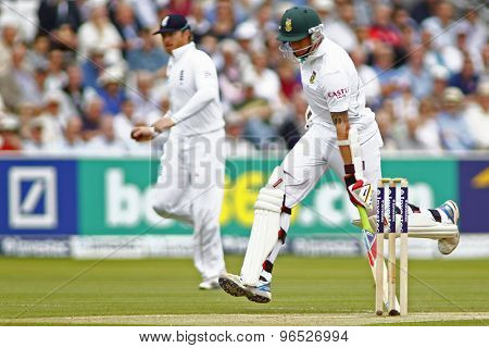 LONDON, ENGLAND. AUGUST 17 2012 South Africa's Dale Steyn runs a single during the third Investec cricket  test match between England and South Africa, at Lords Cricket Ground