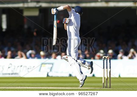 LONDON, ENGLAND. AUGUST 17 2012 England's Ian Bell defends against a high ball during the third Investec cricket  test match between England and South Africa, at Lords Cricket Ground