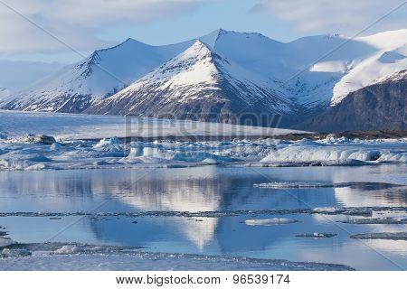 Jokulsarlon ice melting lake during late winter