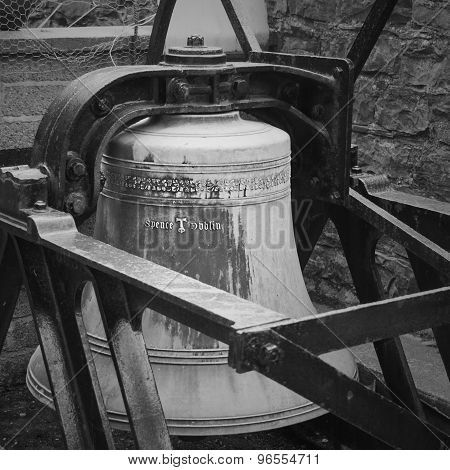 The cast off bell