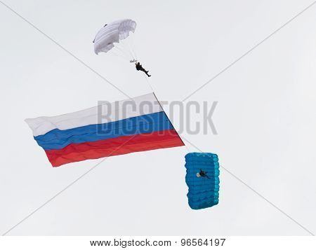 Paratroopers With The Russian Flag