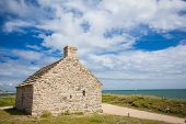pic of stone house  - stone house and lighthouse at the mouth of the Odet - JPG