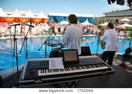 Synthesizer Saxophone Musicians Pool