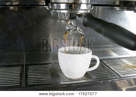 Drawing a double into an espresso, americano, or cappuccino cup.