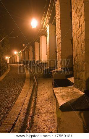 Nacht Straße im alten Kiew in der Nähe der berühmten Kiewer Höhlenkloster