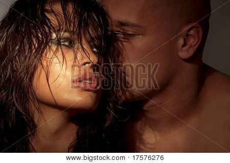Escena sexy emocional - abrazos apasionados