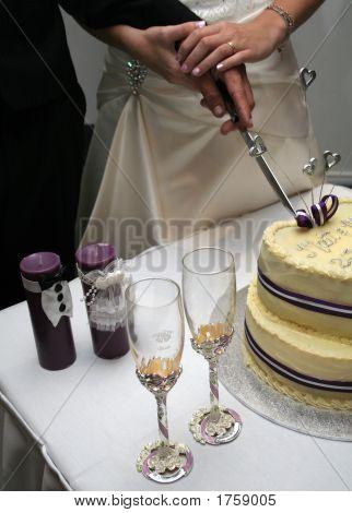 Schneiden den Kuchen
