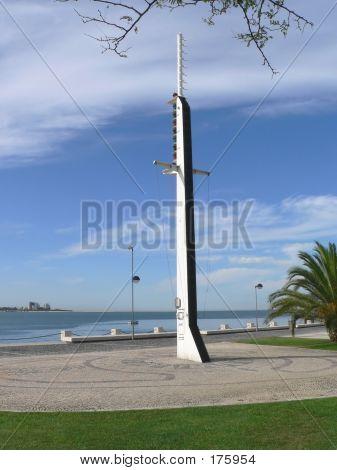 Ships Mast Memorial