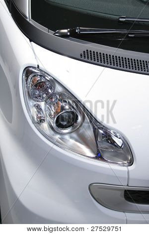 Head lamp of white smart car