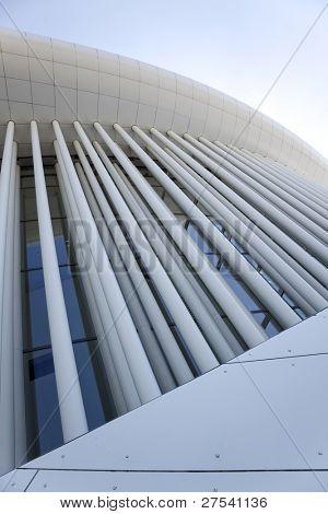 Weitwinkel Ansicht Front von der Philharmonie Luxemburg