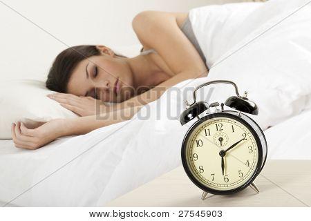 Bella joven durmiendo