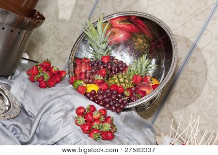 Fresh Fruits Fondue