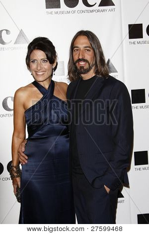 LOS ANGELES - NOV 12: Lisa Edelstein; Robert Russell at the 2011 MOCA Gala, An Artist's Life Manifesto at MOCA Grand Avenue on November 12, 2011 in Los Angeles, California