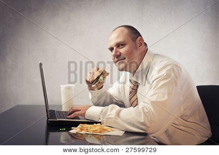 Fett Kaufmann im Büro Essen Junk food