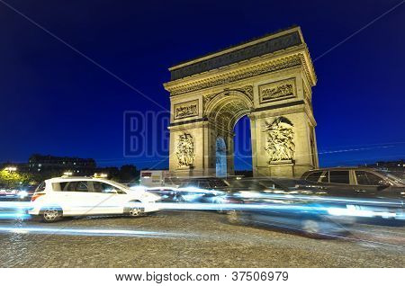 traffic at Arc de Triomphe