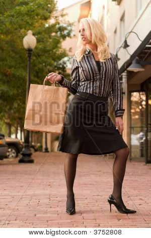 Jovem mulher Shopping