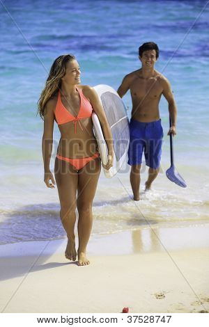couple with paddle board