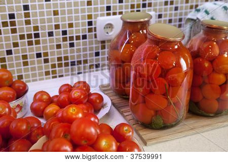 pickles tomatoes on plate prepared for pasteurization