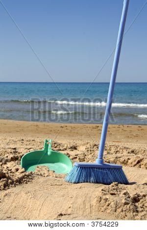 Varrendo a praia (ironia)