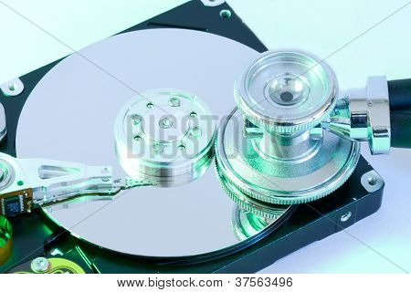 Festplatte Mit Stethoskop Mit Gr�nem Lichtschimmer