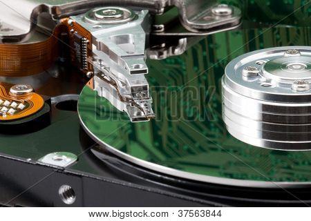 Ge�ffnete Festplatte Mit Spiegelung Einer Platine