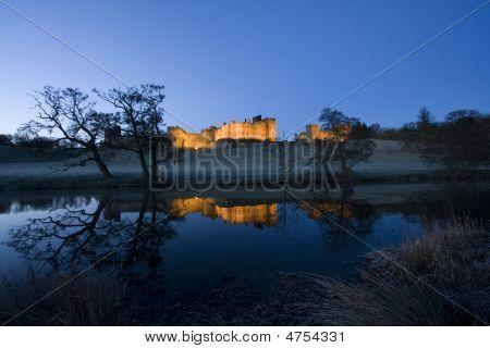 Castillo de Alnwick al amanecer