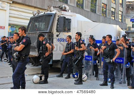 Police lined up on Istiklal Street