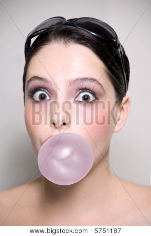 Chewing bubble gum
