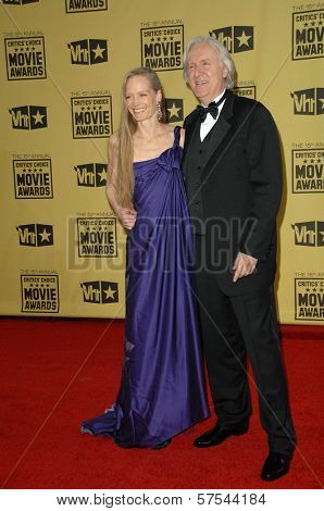 Suzy Amis and James Cameron at the 15th Annual Critic's Choice Awards, Hollywood Palladium, Hollywood, CA. 01-15-10