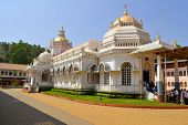 pic of hindu temple  - Shri Mangeshifamous hindu Temple in Mardol Goa India with a mix of Indian and Portuguese architecture - JPG