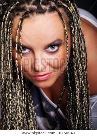 Retrato de mulher Vamp em tranças