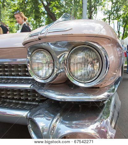 Headlight of the old American car on show of collection Retrofest cars