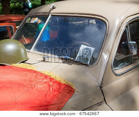 Car cowl GAZ-M-20 Pobeda with Stalin s portrait and a lying flag on show of collection Retrofest car