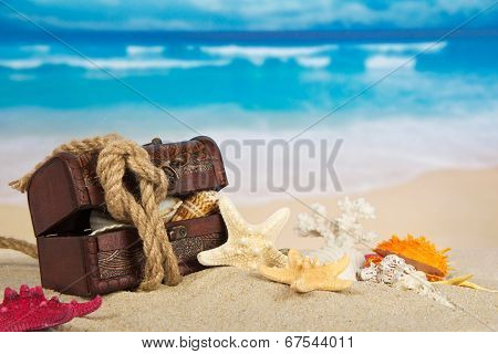 Chest, cockleshells, rope