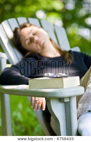dosificación apagado después de leer un libro de la mujer