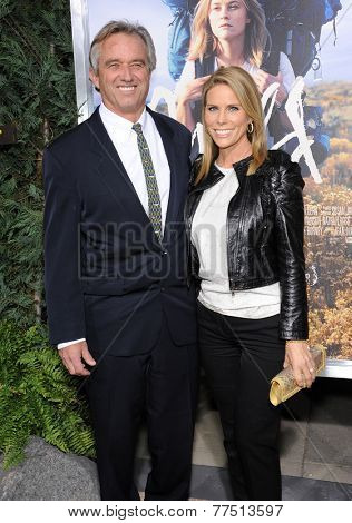 LOS ANGELES - NOV 19:  Bobby Kennedy Jr & Cheryl Hines arrives to the