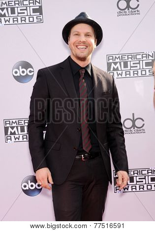 LOS ANGELES - NOV 23:  Gavin DeGraw arrives to the 2014 American Music Awards on November 23, 2014 in Los Angeles, CA