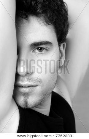 Blanco y negro joven rostro retrato