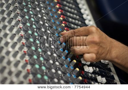 Modern Audio Mix Pult